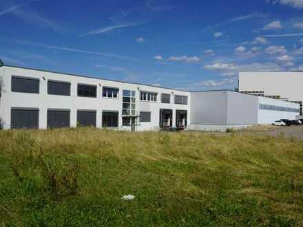 Im Alleinauftrag: Produktionshalle (ca. 3.500 qm), Büroflächen (ca. 370 qm), Grundst. ca. 12.500 qm