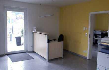 Modernes Büro oder Praxis über 2 Etagen