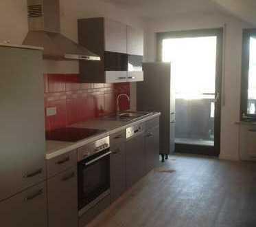 Stilvolle, vollständig renovierte 3 1/2 Zimmer-DG-Wohnung mit Balkon und Einbauküche in Ingolstadt