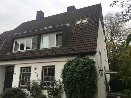 Lichtdurchflutete 2-3 Zimmer Wohnung in repräsentativem Ambiente Nähe Stadtwald