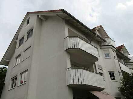 Schöne, helle Wohnung - großer Balkon - Tiefgarage - Einbauküche - ruhige Lage - kurzfristig frei