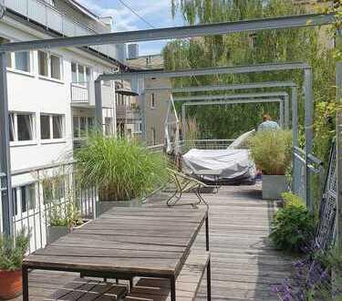 Lehel - Ganzes Stadthaus über 3 Etagen mit großer Dachterrasse, komplett ruhig im Innenhof