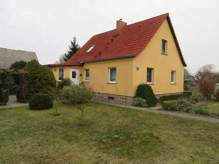 Wohnhaus mit Scheune und schönem Garten auf großem Grundstück