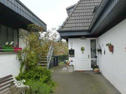 Gepflegte 4-Zimmer-Dachgeschosswohnung mit Balkon und EBK in Adendorf