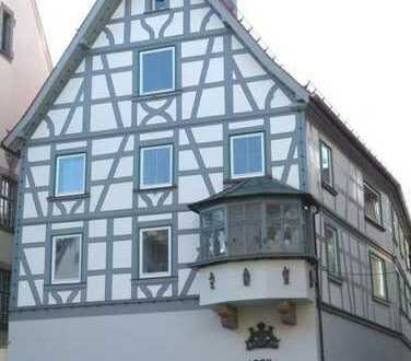 Zentral Wohnen im Baudenkmal!  Modernisierte 5-Zimmerwohnung zu vermieten