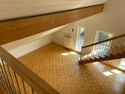 Helle, großzügige Maisonette-Wohnung mit Dachterrasse und Galerie