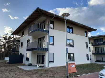 Erstbezug: Wunderschöne sonnige 3-Zimmer-Wohnung mit Einbauküche und Balkon in Burglengenfeld