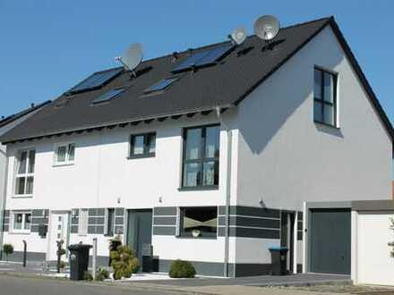 Moderne und Massive Doppelhaushälfte!