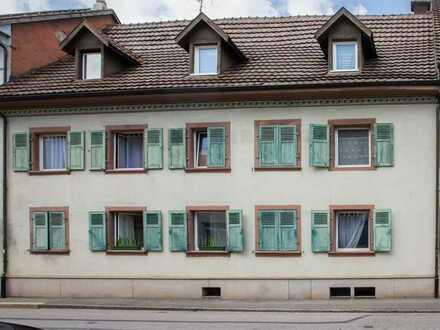 Denkmalgeschütztes Mehrfamilienhaus in Schopfheim (zentral) mit 6 Wohneinheiten - Kapitalanlage