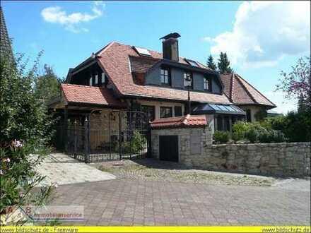 Repräsentative Landhausvilla mit hochwertiger Ausstattung und Einliegerwohnung! Obj.-Nr.:BHG 0115 PA