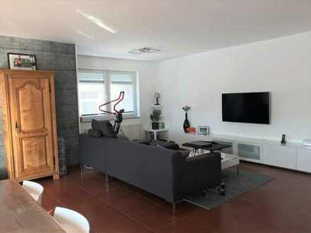 Neuwertige Wohnung mit vier Zimmern sowie Balkon und EBK in Karlsruhe