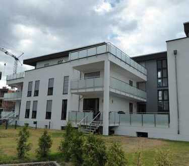 Neuwertige 2-Zimmer-Penthouse-Wohnung mit Balkon und Einbauküche in Rödermark