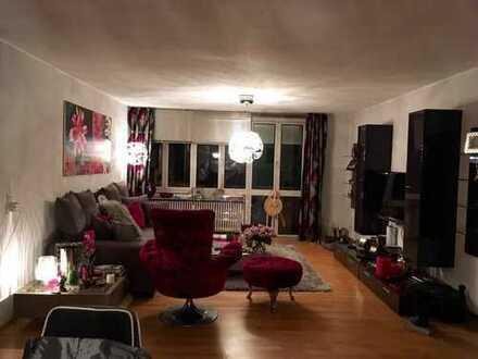 Schöne, geräumige drei Zimmer Wohnung in München, Bogenhausen
