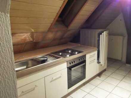 Gepflegte 1-Zimmer/Küche/Duschbad-DG-Wohnung mit EBK in Ober-Flörsheim