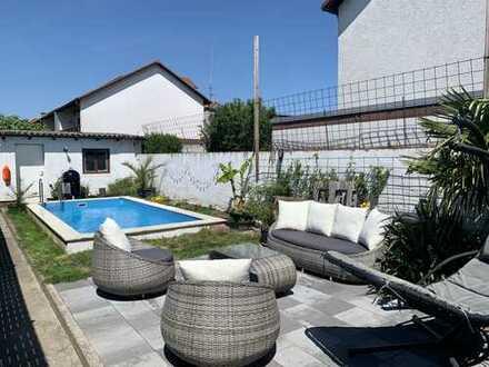 Hockenheim: Attraktives 1- 2 Familienhaus mit Doppelgarage Pool uvm.