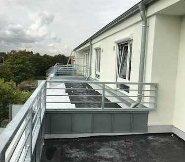 Stehen Sie über den Dingen! Erstbezug von sehr hellen Neubau-Staffelgeschoss-Whg. mit gr. Terrasse!