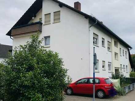 Gepflegte Dachgeschosswohnung mit drei Zimmern und Balkon in Eppelheim