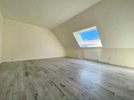 Erstbezug nach Sanierung mit Einbauküche: stilvolle 2-Zimmer-Dachgeschosswohnung in Bonn