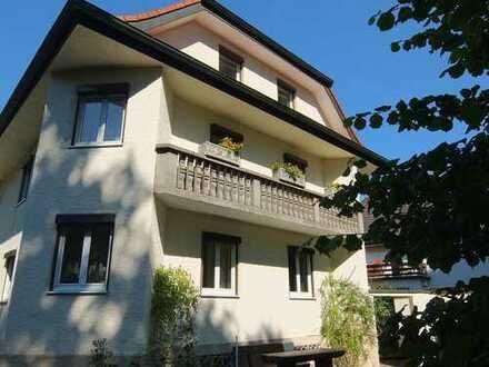 Bestlage direkt am Inn, vollständig renovierte 5-Zimmer-Altbauwohnung mit zwei Balkonen und EBK