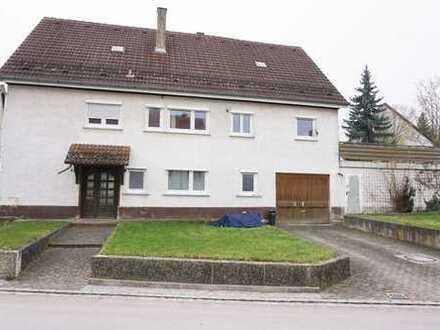 Renovierungsbedürftiges Zweifamilienhaus in Pappelau!
