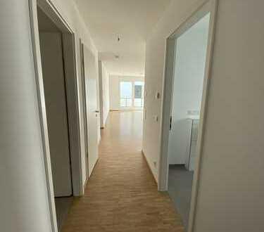 *Erstbezug* - Tageslichtbad, Gäste-WC, Abstellkammer und zwei Balkone