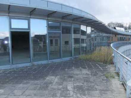 Vielseitig gestaltbare Gewerbefläche mit großer Dachterrasse