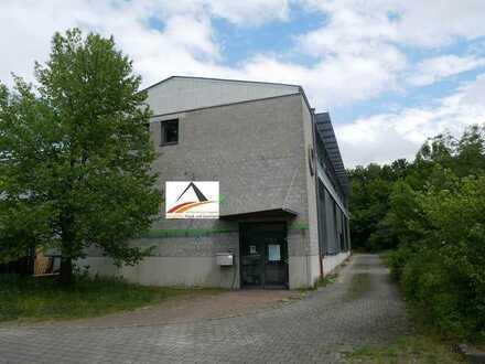 lichtdurchflutetes Firmengebäude in Massivbauweise für Produktion und Verwaltung
