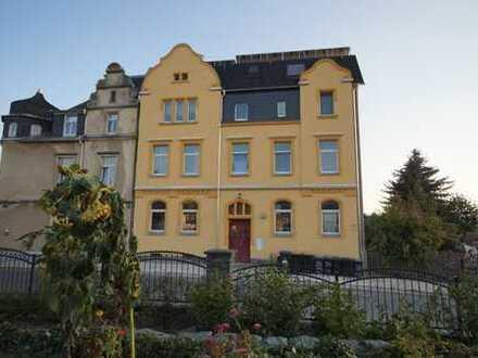 2 Zimmer Dachgeschoß Wohnung mit Balkon und herrlichem Ausblick über Auerbach zu vermieten!