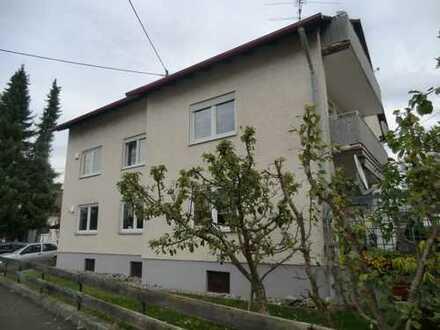 Illertissen-Au - 4 Zi – WHG mit Balkon in Mehrfamilienhaus mit langem Carport + Stellplatz davor