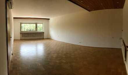 Erstbezug nach Sanierung mit Einbauküche und Balkon: freundliche 4-Zimmer-Komfortwohnung in Hanau