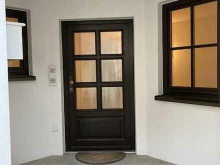 Vollständig renovierte Wohnung mit zwei Zimmern und Einbauküche in Heppenheim 92m²