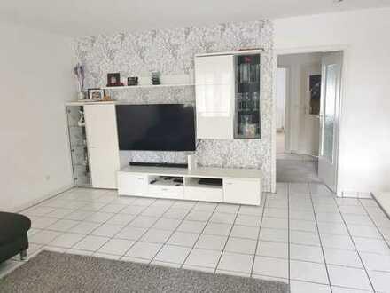 Gutgeschnittene und sonnige 3-Zimmer-Wohnung mit Balkon und Einbauküche in Mannheim