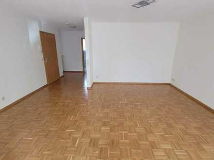 Gepflegte 2-Zimmer-Wohnung mit Terrasse und Einbauküche in Breisach am Rhein