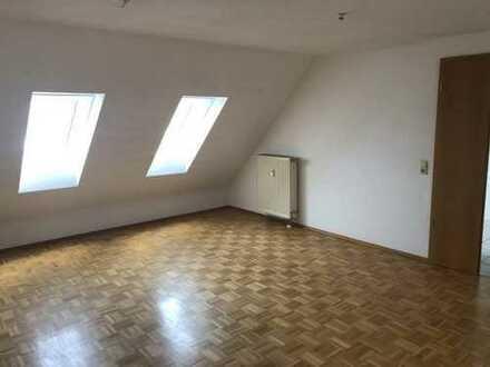 Viel Fläche - Fairer Preis! Helle 3-Zimmer-Dachgeschoß-Wohnung in Barbing