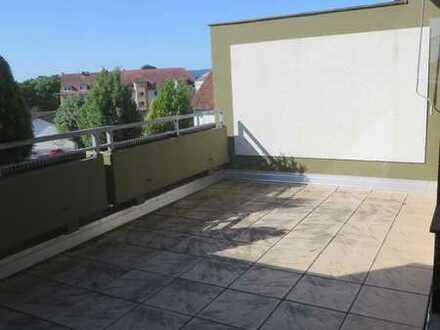 Helle 3 Zimmer Penthouswohnung mit sonniger Dachterrasse
