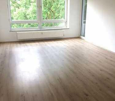 Erstbezug nach Renovierung! 6 Zimmerwohnung im 3.OG mit 2 Badezimmer +Balkonen! (WG-geeignet)