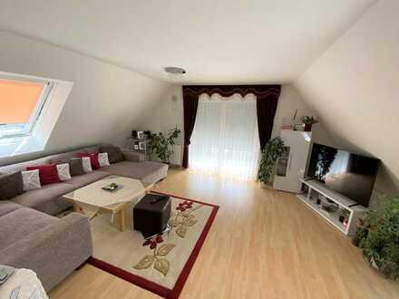 Sehr gepflegte und gut geschnittene 3-Zimmer-Wohnung mit schönem Ausblick und Einzelgarage!