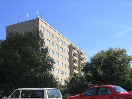 Bebautes Grundstück mit zwei aufstehenden sechsgeschossigen Wohnblocks