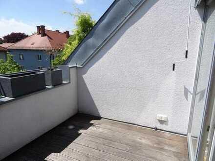 Dachterrassentraum mit Südausrichtung! Traumhafte Galerie und moderne Einbauküche inklusive!