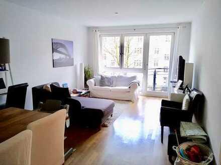 Neuwertige 3-Zimmer-Wohnung mit 2 Balkonen und EBK in Eppendorf, Hamburg