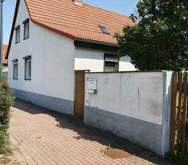 Kleines Haus aber großes Grundstück!