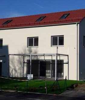 Kfw 55 Standard! Neubau! Erstbezug! Modernes Haus mit sonnigen Zimmern in zentraler Lage!