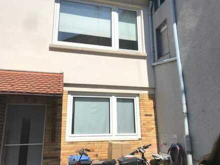 Freundliche 4,5-Zimmer-EG-Wohnung zur Miete in Neuhofen