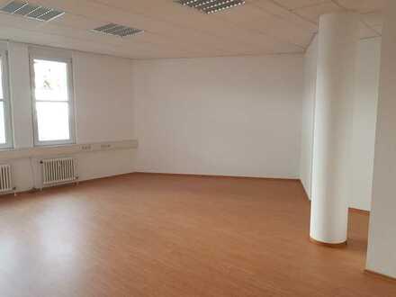 Frisch renovierte 3-Zimmer-Wohnung - auch WG-geeignet!
