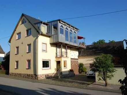 Nahe Simmern! Mehrfamilienhausanwesen im Topzustand + 2500 m² Grund + für Pferdehaltung geeignet!