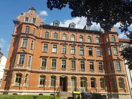 Erdgeschosswohnung - neu renovierte 2 Zimmer mit Wannenbad in zentraler Lage
