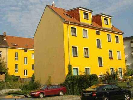 Geräumige Einraumwohnung mit Einbauküche und eigener Terrasse, ruhig und zentral in Altberesinchen
