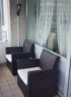 Modernisierte 3,5-Zimmer-Wohnung mit Balkon und EBK in Neuss