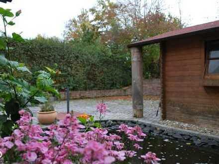 ***RESERVIERT*** reizende 3-Zimmer-Wohnung mit großem Garten, Terrasse und Teich