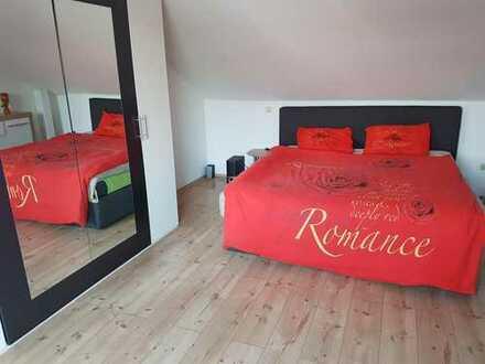 Sehr Schöne WG Zimmer zu Vermieten